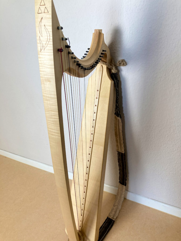 gotische Harfe mit 23 Saiten